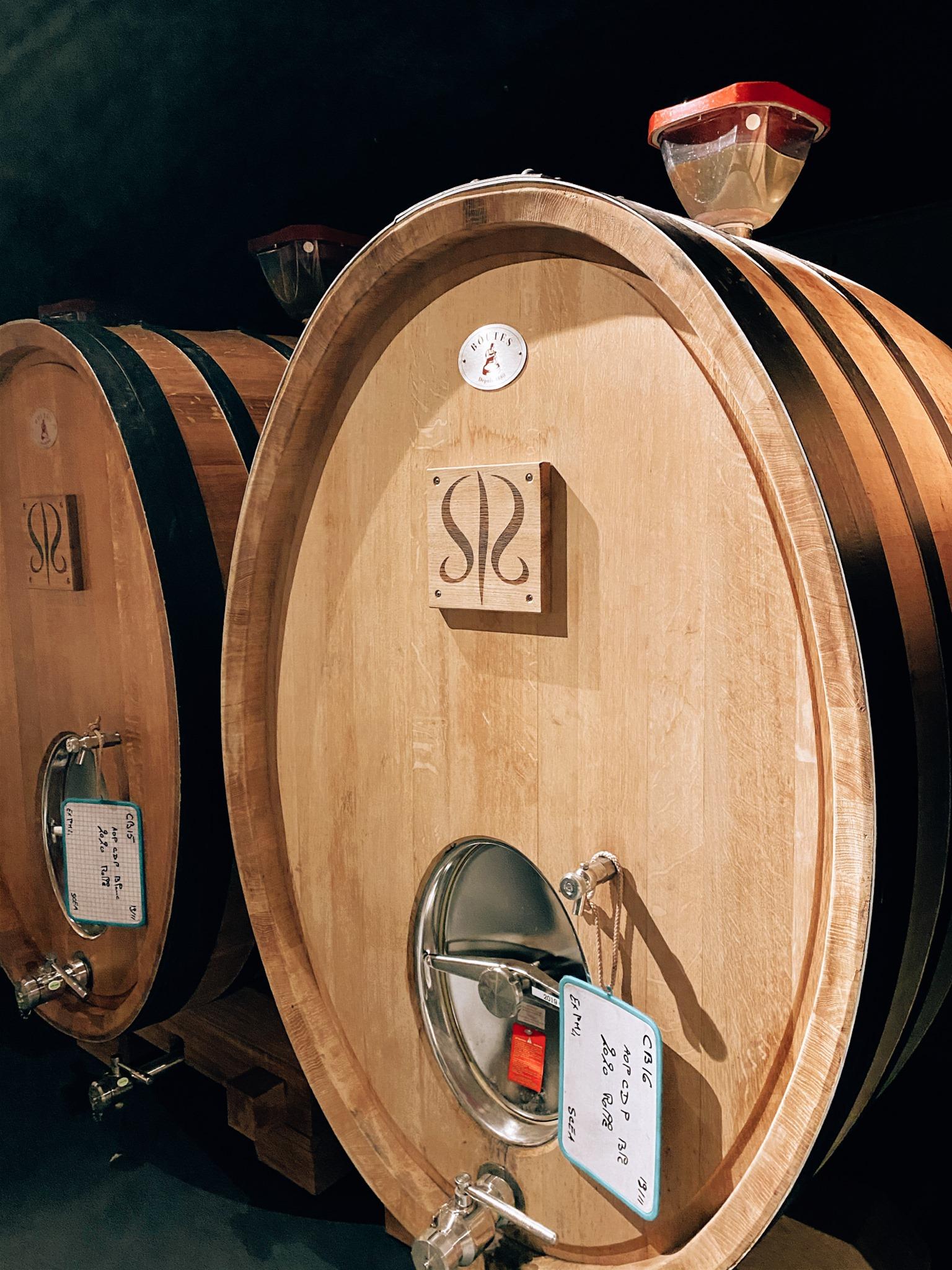 Château Sainte Roseline art contemporain tonneaux  Lyon Vins Tradition
